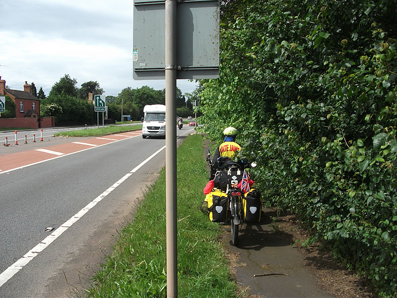 National Sustrans route needs maintenance.
